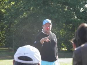 Geoffroy Auvray, professeur de golf au Domaine des Ormes, présente son show golfique